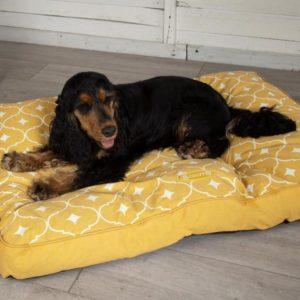 SCRUFFS MUSTARD DOG MATTRESS WITH DOG
